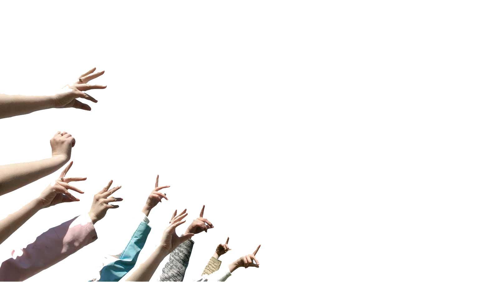 Mains jettant les lunettes en arriére fond de la parallaxe